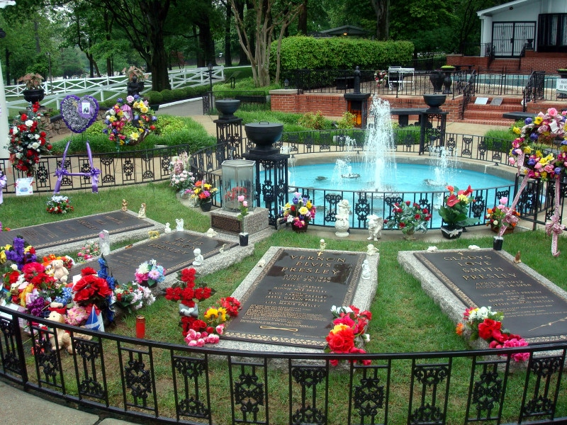 Elvis family graves