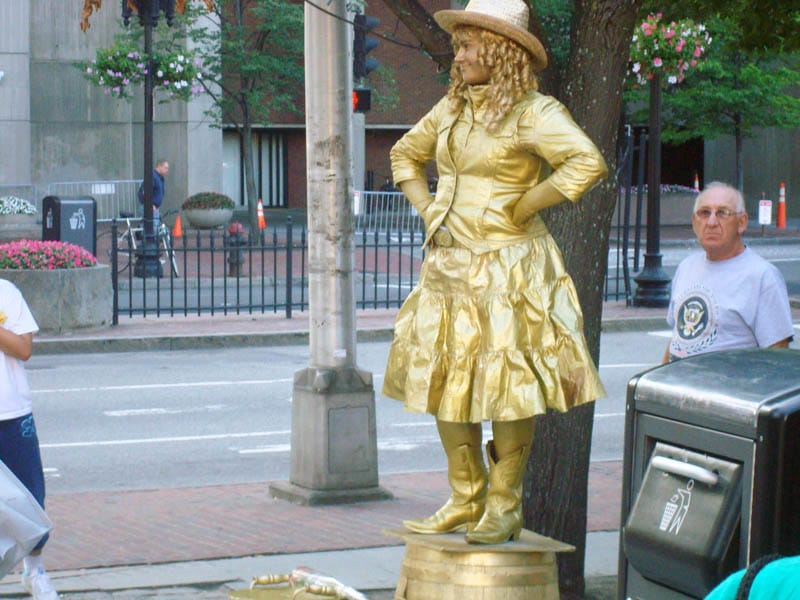 boston living statue