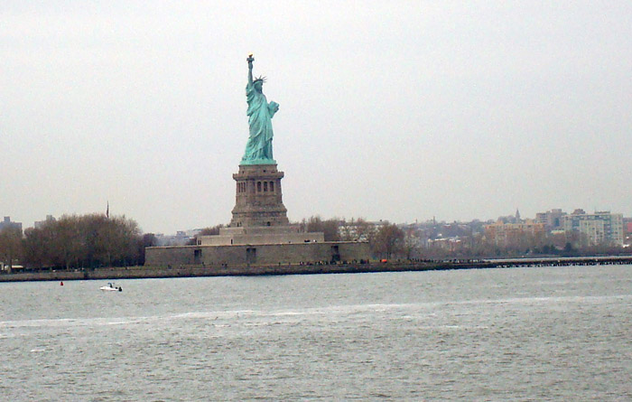 seeing the statue of liberty from the staten island ferry