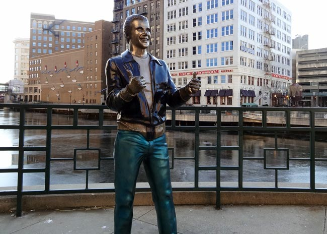 fonzie statue milwaukee