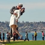 kissing sailor statue