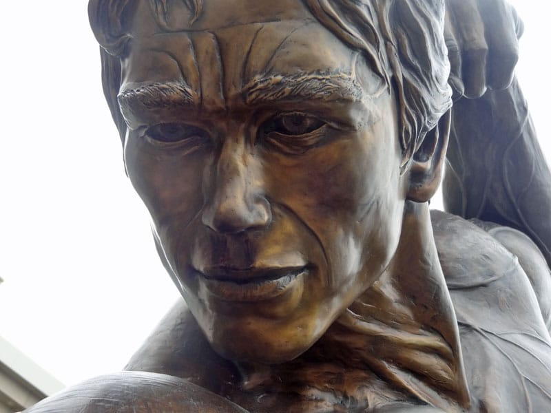 arnold statue face