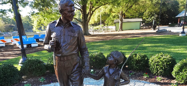 Quirky Attraction: Andy Griffith & Ron Howard (Andy & Opie) Statue