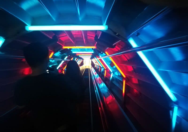 inside the atomium escalator lights